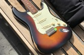 Fender Road Worn 60s Stratocaster 3 Color Sunburst-10.jpg