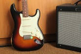 Fender Road Worn Stratocaster 3 Color Sunburst-3.jpg