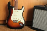Fender Road Worn Stratocaster 3 Color Sunburst-4.jpg