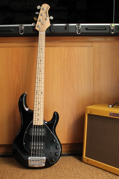 Music Man Sting Ray HH 5 cordas Black